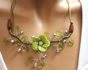 Floral green and silver necklace