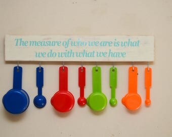 Measuring cup and measuring spoon holder with quote