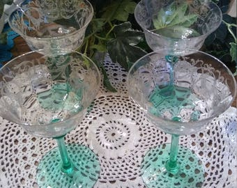 Gorgeous Vintage set of 4 Angel etched wine or sherbet Coupes