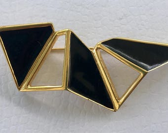 Retro vintage Monet geometrical pin in black and gold.