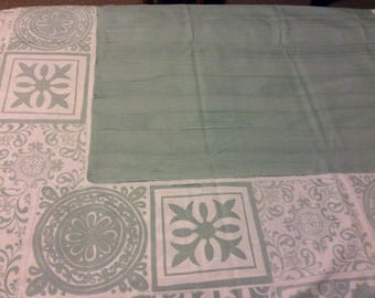Tablecloth feathery tile design