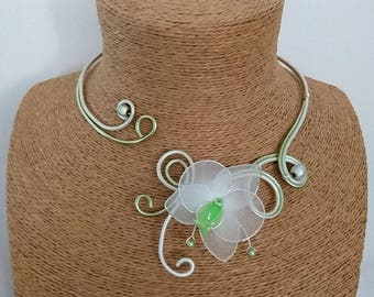 Apple Green Aluminum necklace / Pearl White and the Orchid