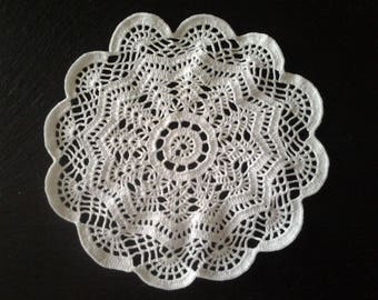 White doily crocheted 24 cm