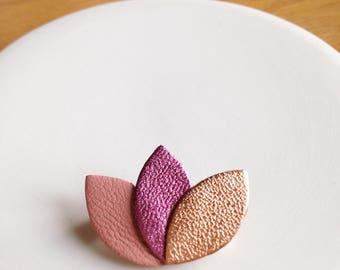 "Petite broche ""3 pétales"" en cuir rose indien/fushia irisé/or rose"