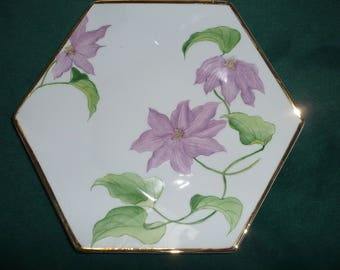 Large plate (plate) 6 sides: Clematis, net gold