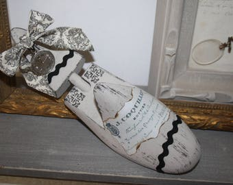 Revisited in decorative wooden shoe