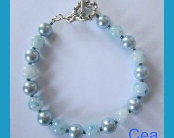 Light turquoise bracelet round mother of Pearl and Bohemian glass