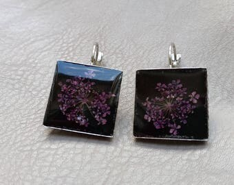 Square earrings 1.8 cm in resin and dried purple flowers
