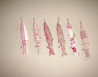 Fish fabric hanging, serierose/red, sold individually