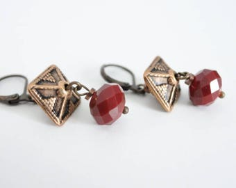 Antique gold pyramid stud earring