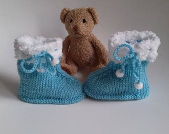 1 pair of blue and white slippers for baby