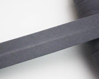 Biais gris, 18 mm, biais universel en coton pré-plissée