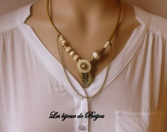 Short necklace beige and bronze Pearl shell, bone, brass