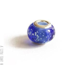 2 beads CHARMs mottled glass - Navy / white