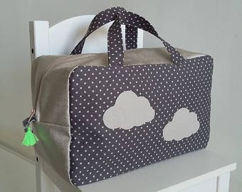 Valisette/vanity grand modèle pour bébé/enfant mixte en coton gris foncé et beige satiné. Petite valise souple en tissu. Motif nuage