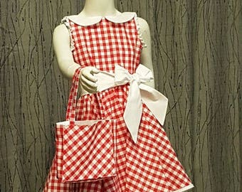 Gingham dress. Peter Pan collar. size 6 to 10 years. HAND MADE