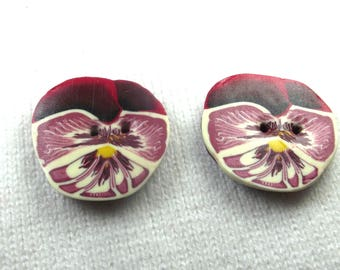 2 buttons flower 2. 3 cm: purple pansies with polymer clay.