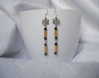 Earrings pearls paper from recycled material