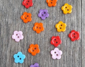 Promo: Set of 14 wooden buttons, 15mm, flowers, red, orange, pink, blue, purple / / ID N8