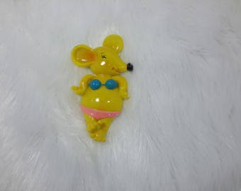magnet depicting a mouse in a swimsuit