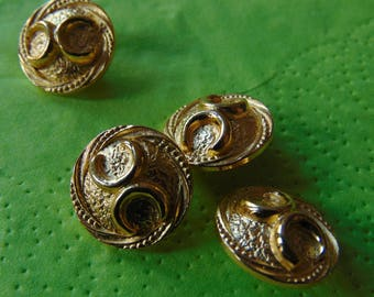 Gold button round fancy with pattern