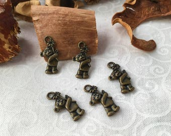 6 small bears with a flower, bronze charms