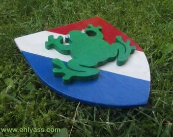Coat of arms wall sculpture frog Frenchy Frog