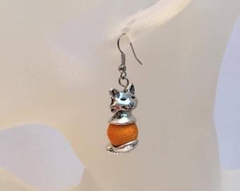 Duvetuse bead and silver cat earrings orange