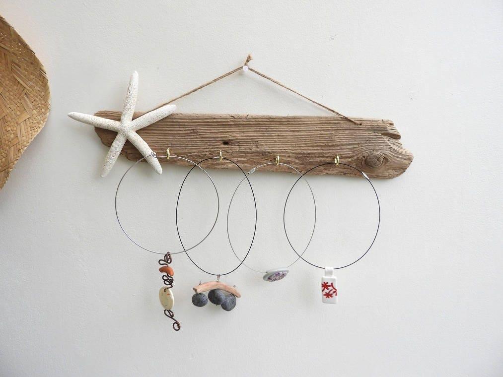 pr sentoir bijoux en bois flott avec toile de mer. Black Bedroom Furniture Sets. Home Design Ideas