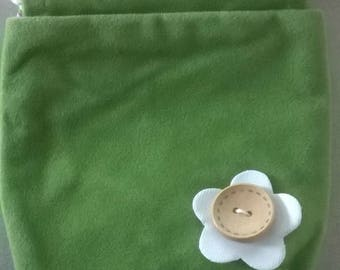 LARGE GREEN FLOWER BUTTON WITH FELTED WOOL BAG