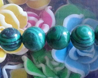 1 Pearl malachite 8 mm in diameter, hole 1 mm.