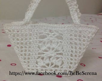 Lounge in crochet decorative basket