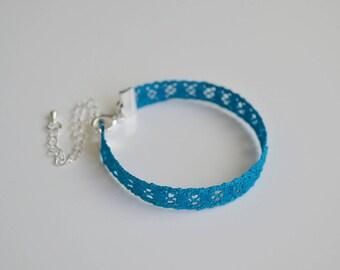 Square spirit bracelet, lace bobbin, blue