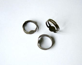Package includes 3 adjustable ring holders