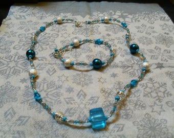 set (necklace and bracelet) classy, modern, original (blue and silver)