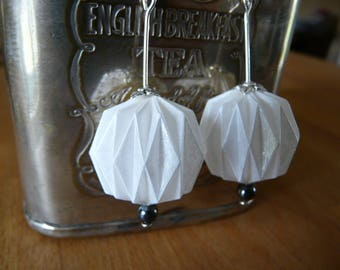 Origami earrings ball Pearl ivory white paper