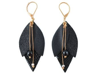 Black leather Tulip earrings