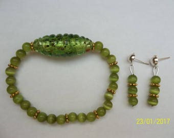 Earrings green and gold in glass beads