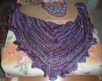Purple knitted shawl trafforato