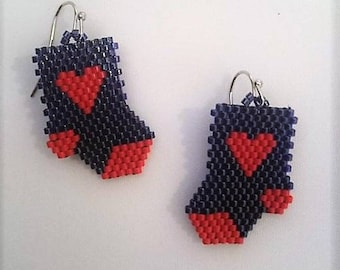 soon Valentine, try this pair of socks with his little heart earrings