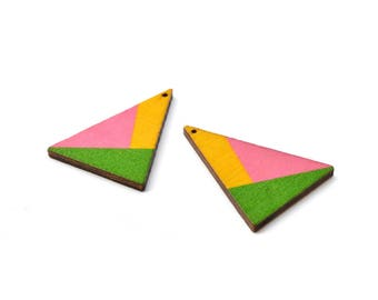 2 pendants wooden triangles 3, 9 x 2, 9cm graphic style, yellow, pink and green