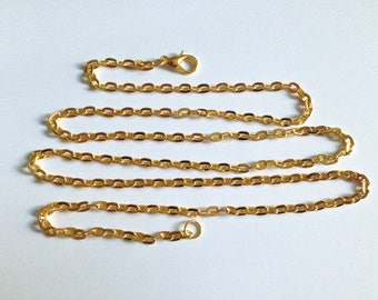 Gold large chain link 66 cm with clasp.