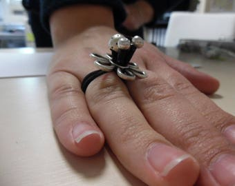 Black elastic ring with silver beads