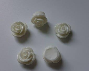 5 beads-white flower cabochons