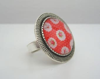 Red and white flowers and silver tone cabochon ring