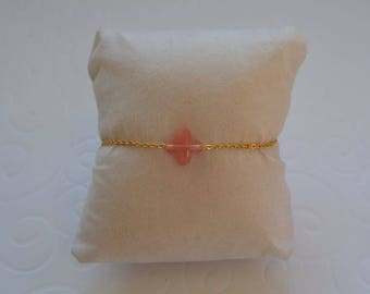 Clover coral bracelet on gold chain