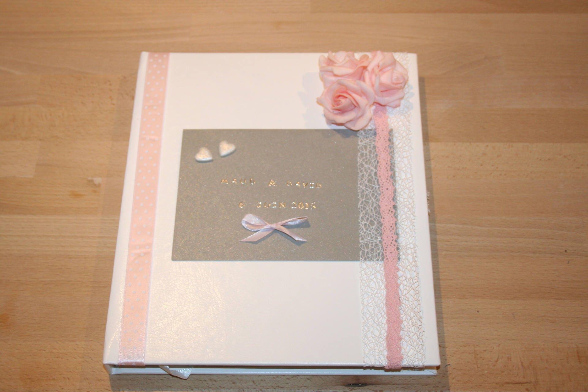Livre d 39 or mariage blanc gris et rose pale petites roses for Rose pale et gris