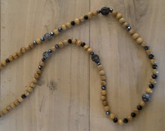 Necklace wooden beads and black skulls