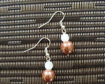 Dangling earrings with Brown and white beads