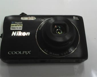 Nikon Coolpix 300  .6 month old. Almost  never used camera